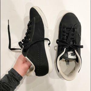 vintage black nike sneakers